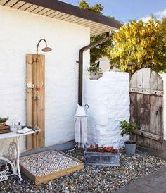 patios traseros con ducha
