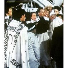 Nuestra @isabel_lascurain llena de emoción recibiendo al #PapaFrancisco a su llegada a México
