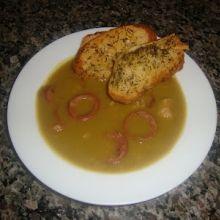 sopa de ervilha com bacon e linguica e torrada ??