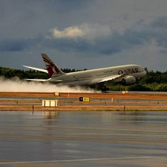 Qatar Airways Boeing Dreamliner taking off on a very wet runway Boeing 787 Dreamliner, Boeing 787 8, Boeing Aircraft, Doha, Commercial Plane, Civil Aviation, Jet Plane, Private Jet, Air Travel