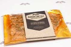 Salmón ahumado con finas hierbas. Venta de Salmón ahumado   Salmón del Sur. @salmondelsurcl Salmon, Drinks, Food, Canning, Products, Smoked Salmon, Herbs, Drinking, Beverages
