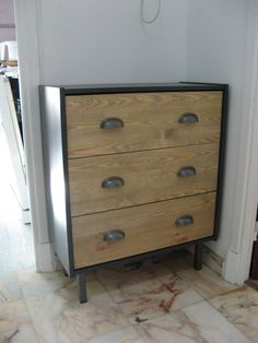 Commode RAST industrielle personnalisée Mcm Furniture, Recycled Furniture, Paint Furniture, Furniture Projects, Furniture Makeover, Diy Wardrobe, Ikea Malm, Woodworking Projects Plans, Bedroom Decor