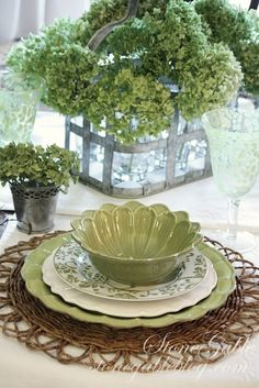 Love this sage green hydrangea tablescape Dresser La Table, Easy Summer Meals, Green Hydrangea, Hydrangea Garden, Green Table, Beautiful Table Settings, Table Arrangements, Hydrangea Arrangements, Table Centerpieces