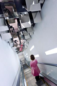 Barbie store in Shanghai, they didn't even forget to jazz up the escalators
