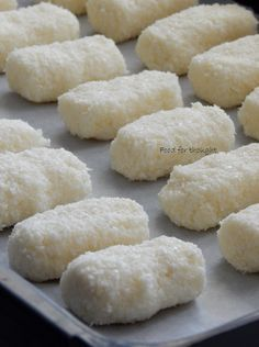 Food for thought: Μπάρες τύπου Bounty Greek Sweets, Greek Desserts, Greek Recipes, Easy Desserts, Sweets Recipes, Candy Recipes, Cooking Recipes, Greek Pastries, Sweets Cake