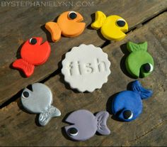Under The Table and Dreaming: One Fish Two Fish Color Matching & Counting Activity {Dr. Seuss Kids Craft}