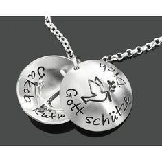 Eine personalisierte Taufkette aus 925 Sterling Silber als Taufmedaillon mit einem Anker Anhänger in der Mitte.