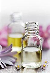 Vier reine ätherische Öle um die Gesundheit zu verbessern