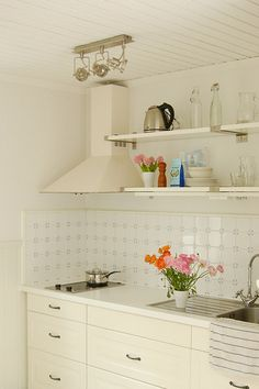 I could do this with mine. Not too sure about the white tile backsplash. Too many grout lines. Hard to clean. But it is pretty.