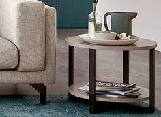 Rissna tafeltje met poten van massief hout en een aparte plank voor tijdschriften