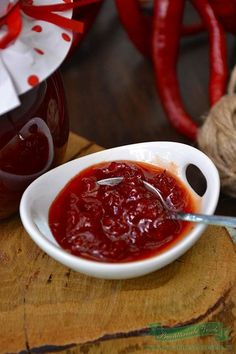 Dulceata de Ardei Iute.Cum se prepara dulceata de ardei iute.Dulceata din ardei iuti , pregatita in casa. Canning Pickles, Desert Recipes, Preserves, Chili, Good Food, Food And Drink, Pudding, Favorite Recipes, Vegan