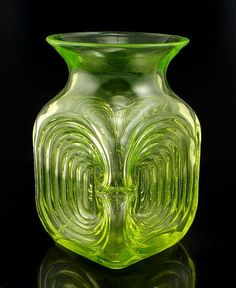 Aladin, TamaraManufacturer: Riihimäen LasiIn production: 1971-1974 Vintage Pottery, Vintage Antiques, Glass Design, Design Art, Colored Glass Vases, Vaseline Glass, Vintage Kitchenware, Aladdin, Scandinavian Design