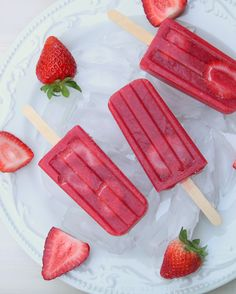 Homemade strawberry popsicles (no sugar added)