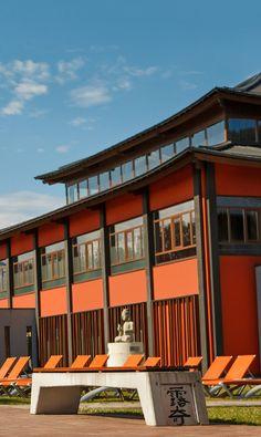 Sonne tanken und den Sommer genießen im Freibereich des Asia Spas Leoben.