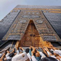 Among the beauties of Islam is that you MAKE DUA for your brothers and sisters in Islam without knowing them and in return Angels MAKE DUA for you .