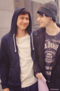 Malum look how hes loOKING AT HIM