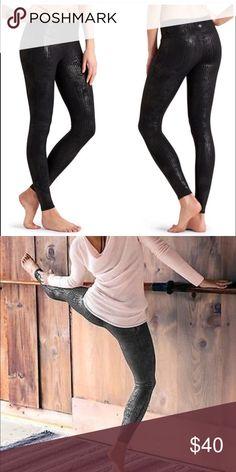 Athleta chaturanga crackle tight Versatile yoga pants Previously loved bin1 Athleta Pants