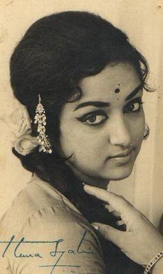 Old Indian Photos: Vintage Photograph of Hindi Movie Actress Hema Malini