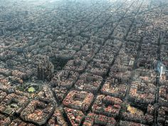 15 Famous Landmarks Zoomed Out To Show Their Surroundings: La Sagrada Familia, Barcelona, Spain