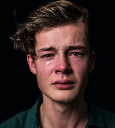 18 photos of men crying to challenge gender norms - Zeichnungen traurig - Lustig Photo Reference, Art Reference, Reference Photos For Artists, Female Reference, Character Reference, Crying Man, Crying Eyes, Women Laughing, Laughing Face