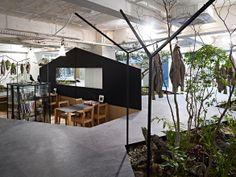 iDesignMe-Love for Nature-interior garden-3 http://idesignme.eu/2013/11/love-for-nature-showroom-ufficio-e-giardino-tutto-in-uno/ #interior #design #interior design #designer #green #showroom #office #space #architecture #place