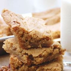 *Change: flour 2 cups, baking soda tsp* Pecan Blondies - chewy brownie-like cookie bars that get their flavor from butter and brown sugar. Pecan Recipes, Sweet Recipes, Baking Recipes, Cookie Recipes, Dessert Recipes, Baking Pan, Just Desserts, Delicious Desserts, Yummy Food