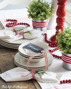 Casual red/white Christmas Tablescape - the Lily Pad Cottage Christmas Table Settings, Christmas Tablescapes, Christmas Table Decorations, Decoration Table, Holiday Tablescape, Noel Christmas, All Things Christmas, White Christmas, Xmas