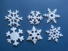 Exploration: Snowflakes as Christmas decorations with Hamaperler