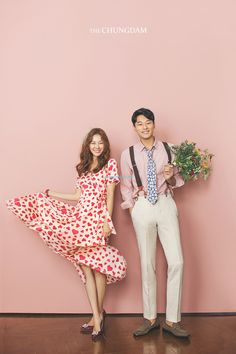 Pre-Wedding photoshoot by Chungdam Studio, wedding photographer in Seoul, Korea. Korean Wedding Photography, Wedding Photography Packages, Couple Photography Poses, Korean Couple Photoshoot, Pre Wedding Photoshoot, Wedding Poses, Couple Outfits, Wedding Story, Life