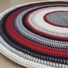 Que lindo! Lindo! Lindo! #tapete #crochet #croche #fiodemalha #feitoamao #artesanato #arte #handmade @tricotedesign