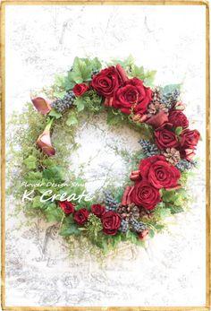 sold-out---Thank You!ベルベット(ビロード)の様な質感の花びらの薔薇を沢山使った、クリスマスリースです。ブラックベリーやアイビー、松ぼっ... ハンドメイド、手作り、手仕事品の通販・販売・購入ならCreema。