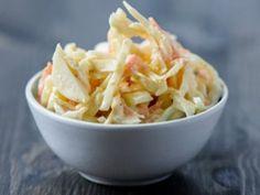 Krautsalat kennt jeder. Aber haben Sie auch schon mal die amerikanische Variante, den sogenannten Coleslaw, probiert? Es lohnt sich!
