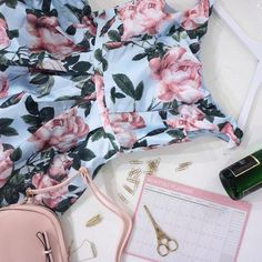 Ach, ten soulad! ❤️ #poshme #poshmecz #jsemposh #dress #flatlay #pink #weekend #flatlayoftheday #flatlays #photooftheday #gold #showroomposhme