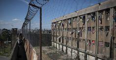 """""""Vários países já descartaram as longas penas privativas de liberdade, ao perceberem que as prisões são fatores criminógenos de alto poder, pois causam, irremediavelmente, a desintegração social e psíquica do indivíduo..."""""""