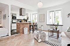 Удачное преображение крохотного пространства маленькой квартиры.