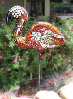 Kim Larson Art - Mosaics, etc: Mosaic Garden Art: The Sally Jane Flamingo! (Kim's art is fantastic!) would love to get this for my mom Mosaic Garden Art, Mosaic Tile Art, Mosaic Crafts, Mosaic Projects, Mosaic Glass, Art Projects, Pebble Mosaic, Mosaic Animals, Mosaic Birds