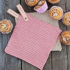 No photo description available. Loom Crochet, Crochet Potholders, Crochet Home, Crochet Patterns, Diy Knitting Projects, Sewing Projects For Kids, Diy And Crafts Sewing, Crafts For Girls, Craft Wedding
