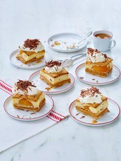 Das Beste in einem Kuchen vereint: Butterkekse, Aprikosen und eine Vanillecreme - ohne Backen und vom Blech. Butterkekskuchen vom Blech - das Rezept.