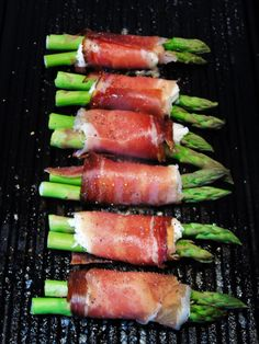 Grilled Asparagus Wrapped in Mozzarella and Prosciutto - Slimming World Friendly Recipe - Slimming World - Healthy Recipe - Eat Clean - Delicious - Easy - Starter - Snack Healthy Starters, Easy Starters, Grilled Asparagus Recipes, Prosciutto Wrapped Asparagus, Prosciutto Recipes, Tapas, Clean And Delicious, Bacon On The Grill, Cooking Recipes
