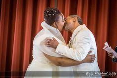 wedding-photographer-london-bruce-castle-park-couple-kiss