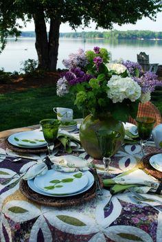 Al Fresco Dining Summer Porch, Beautiful Table Settings, Centerpieces, Table Decorations, Spring Blooms, Interior Exterior, Place Settings, Outdoor Dining, Outdoor Tables