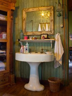 Tips, methods, furthermore guide for acquiring the very best result and making the optimum utilization of Tiny Bathroom Renovation Deco Boheme, Home Decor Colors, Boho Bathroom, Bathroom Ideas, Contemporary Bathrooms, Small Rustic Bathrooms, Farmhouse Bathrooms, Small Bathroom, Le Far West