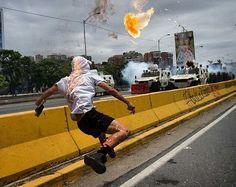 Plyometrics from @oelzer -  Opposition suporters clash with security forces against Nicolás Maduro's regimen In Caracas Venezuela may 3rd 2017.  Manifestantes opositores al régimen de Nicolás Maduro se enfrentan a fuerzas de seguridad en una nueva jornada de protestas en Caracas Venezuela este 3 de mayo de 2017.  #cnnenespanol #cnnenvenezuela #telemundo #instagramers #bbc #bbcmundo #lemonde - #fitness #pliometricos #nes #supermario #mariobros