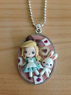 kawaii jewels - alice in wonderland Cute Polymer Clay, Cute Clay, Fimo Clay, Polymer Clay Charms, Polymer Clay Projects, Polymer Clay Creations, Clay Crafts, Polymer Clay Jewelry, Fimo Kawaii