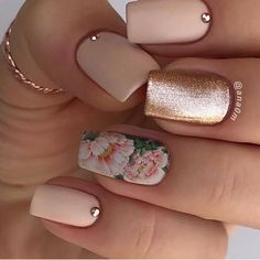 18 Trending Summer Nail Designs Floral Water decal nail with Rose Gold 18 Trendige Sommer-Nageldesigns Floral Water Decal Nagel mit Rose Gold Diy Nails, Cute Nails, Pretty Nails, Engagement Nails, Manicure E Pedicure, Pedicure Nail Designs, Gel Manicures, Fall Manicure, Manicure Ideas
