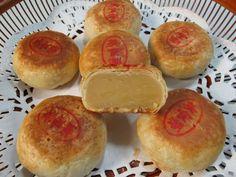 Obtain Chinese Food Treat Dish Mung Bean Cake Recipe, Chinese Pastry Recipe, Pia Recipe, Chinese Moon Cake, Mooncake Recipe, Cake Festival, Bean Cakes, Asian Desserts, Asian Recipes