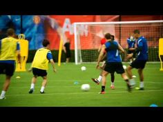 Inside Edge: Train With Manchester United: Nike Soccer Football Videos, Football Gif, Top Soccer, Nike Soccer, Manchester United Training, Football Coaches, Wayne Rooney, Soccer Coaching, Training Tops