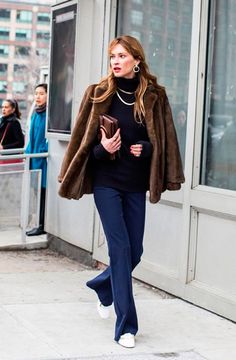 Street style: New York Fall/Winter Fashion Week 176 60 Fashion, Fashion Week, New York Fashion, Fashion Models, Winter Fashion, Fashion Trends, Warm Outfits, Chic Outfits, Fashion Outfits