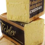 Smooth creamy milk is collected from Devon dairy farmers plus passion, dedication, patient, and expert cheese makers, produces a fabulous piece of cheddar. Gourmet Foods, Gourmet Gifts, Gourmet Recipes, Dairy Farmers, Cheese Maker, Best Cheese, Queso, Devon, 18 Months