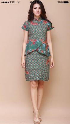 Model bj motif b atik Kebaya Dress, Batik Kebaya, Blouse Batik, Batik Dress, Traditional Fashion, Traditional Dresses, Mode Batik, Myanmar Traditional Dress, Ankara Skirt And Blouse